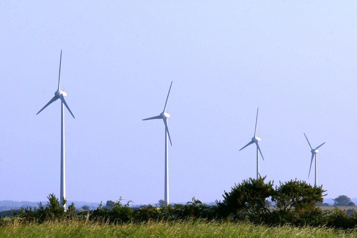 Maël-Pestivien (22)  Nom du parc : Kerlan  7 éoliennes  Enercon E53 de 800 kW, mât 60m , diamètre du rotor : 48m  Mise en Service 2009