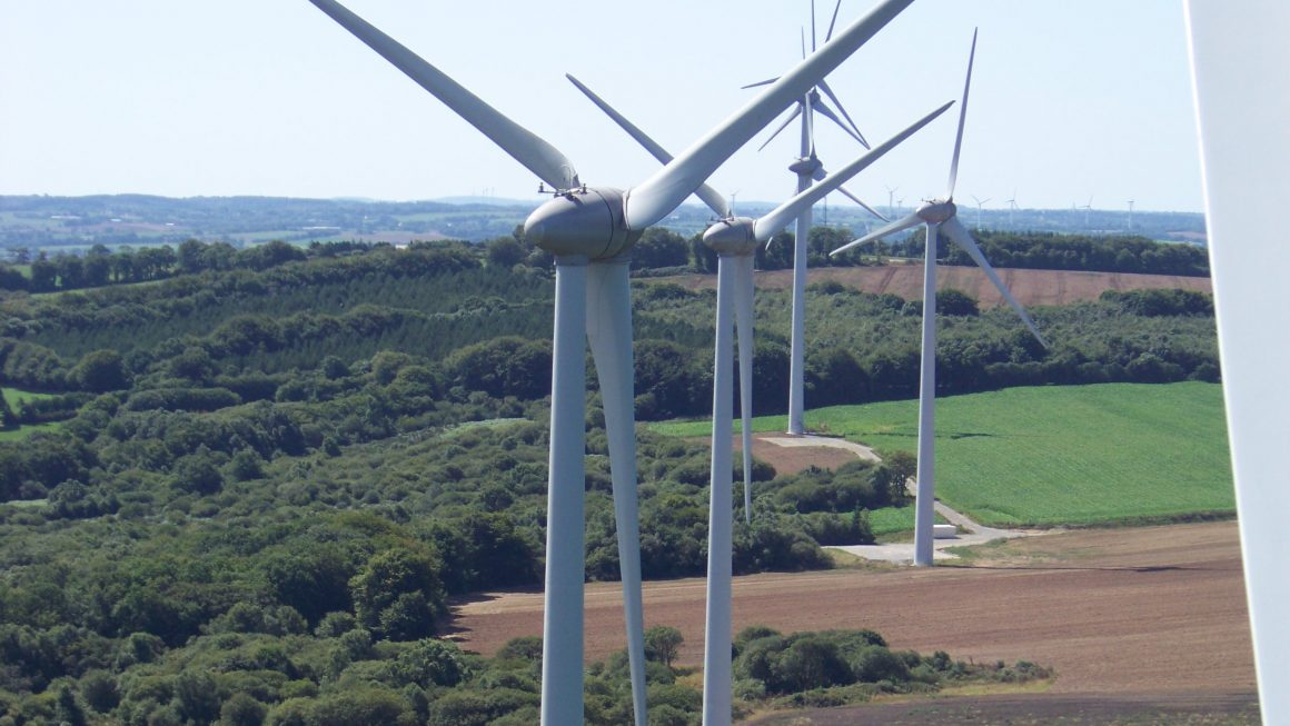 Tréglamus, Moustéru, Gurunhuel (22)  Nom des Parcs : Penquer I, Penquer II,  8 éoliennes Enercon E82 de 2000kW, mât acier de 78m, diamètre du rotor 82m.  2 éoliennes de 2 000KW, mât de 78m, diamètre du rotor 62m.  Mise en service 2010
