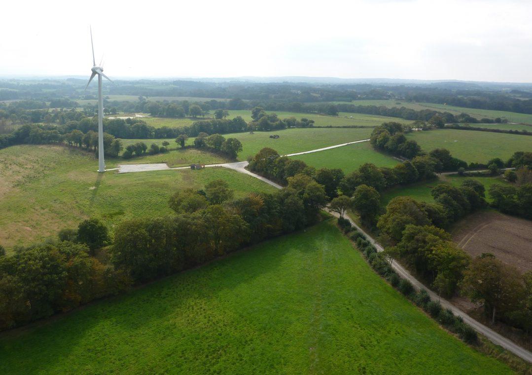 Lanrivain (22)  Nom du parc : la Salle / Roc'h ar Vez  10 éoliennes Enercon E53 de 800 kW, mât de 60m, diamètre rotor 52.9m  Mise en service 2009