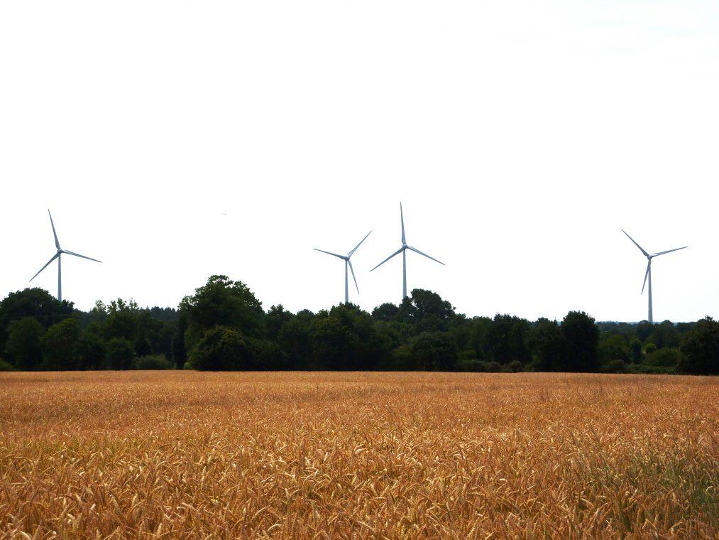 Maure-de-Bretagne (Val-d'Anast) (35)  Nom du Parc : Croix des 3 Chesnots  4 éoliennes Enercon E82 de 2000 kW, mât en béton de 85m, diamètre du rotor 82m.  Mise en service en 2010.